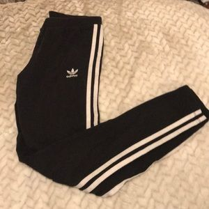 ADIDAS LEGGINGS!!
